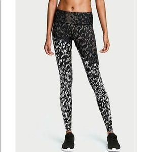 NWT Victoria's Secret Sport Knockout Tight Leopard